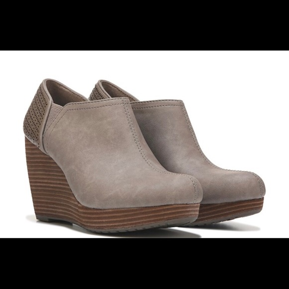 3c58134adc13 Women s size 6 Wedge Bootie